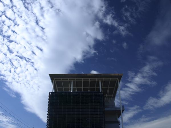 今天的天空爆藍!