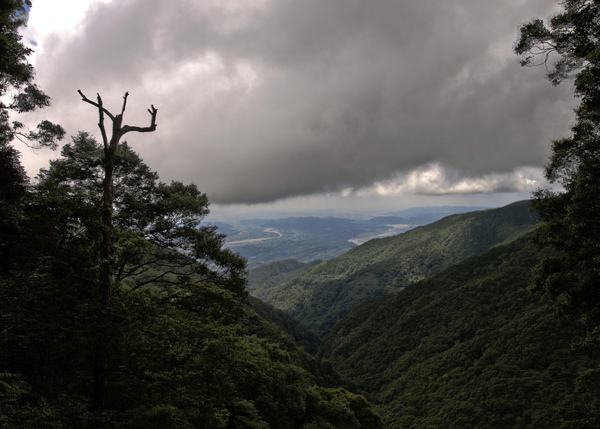 眺望大雪山社區...看吧看吧!烏雲來了...超壯觀的(HDR)