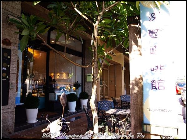 期待已久的深藍咖啡館