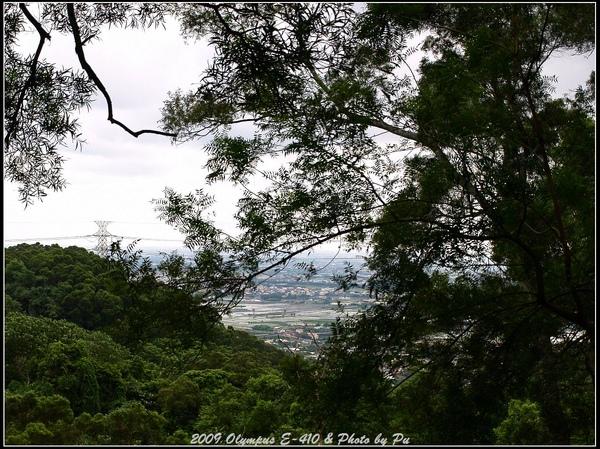 遠眺山腳的景色