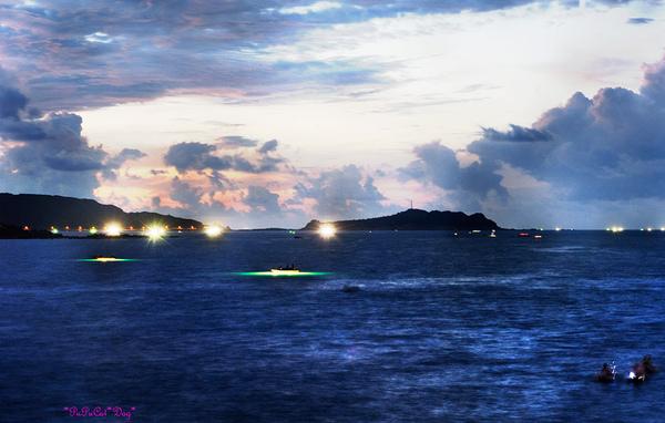 海上忙碌的釣漁船