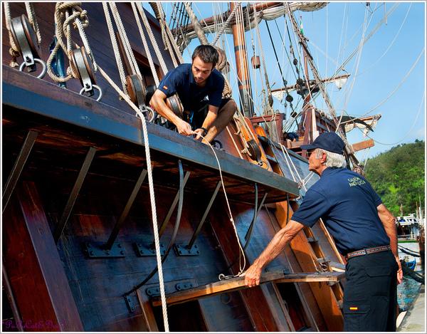 聽著船長的指示~把繩索給調好囉 !