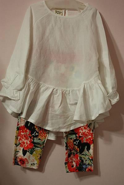 棉麻不規則衣(白)+單寧紅花褲