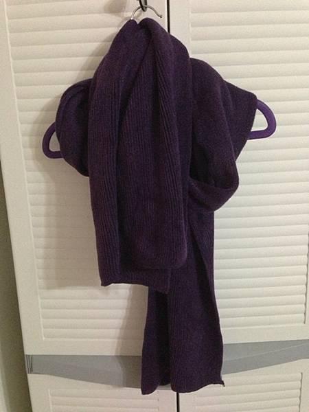 全新,羔羊加長深紫色圍巾,190元