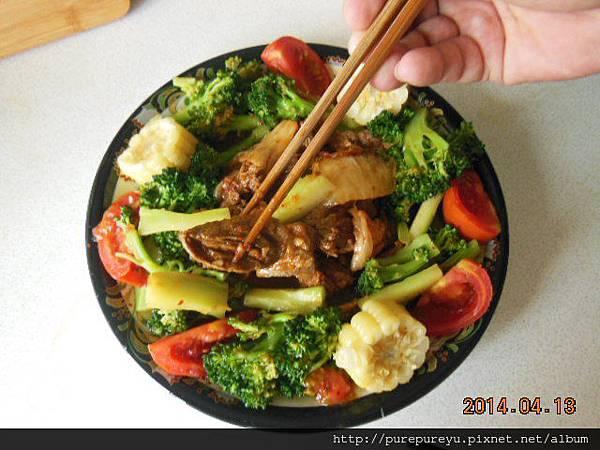 泡菜炒牛小排.7.JPG