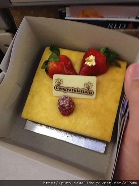 新航贈送的蜜月蛋糕
