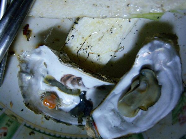 吃牡蠣送小螃蟹