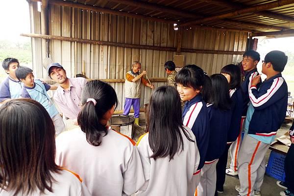 P1160688甲仙愛鄉協會的甲仙國中山豬黑糖體驗100-03-04