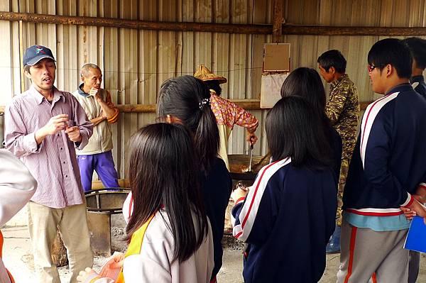 P1160702甲仙愛鄉協會的甲仙國中黑糖體驗100-03-04