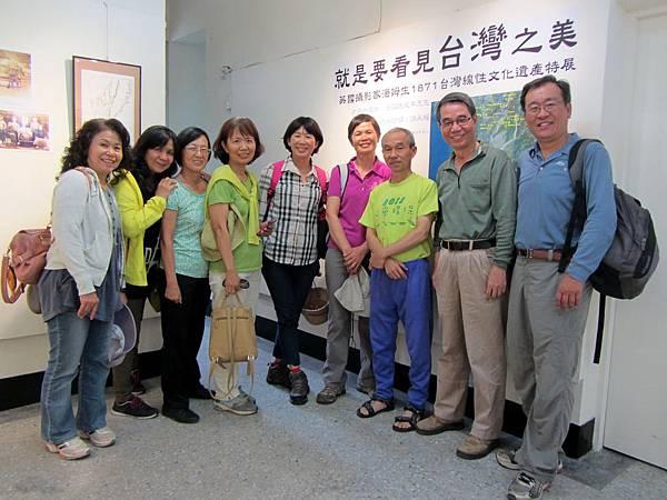 IMG_1703高雄市文化歷史保存志工團在導覽後合影-1