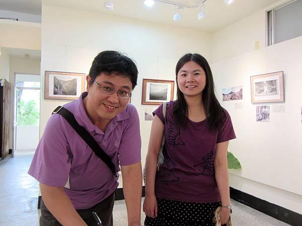 IMG_1775蔡宗憲與鍾佩玟觀展簽名104-04-18