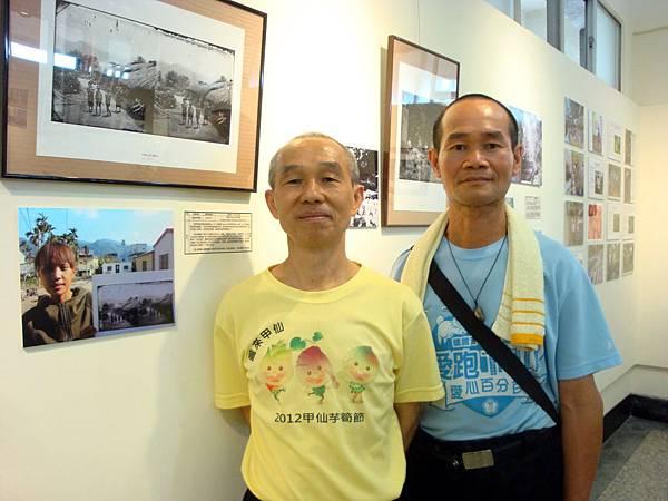 104-03-29「就是要看見台灣之美」特展開幕導覽後與工作伙伴董武慶合影DSC09539