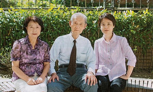 劉毓秀(右一)與父母親 陳昱任 攝 (.jpg)