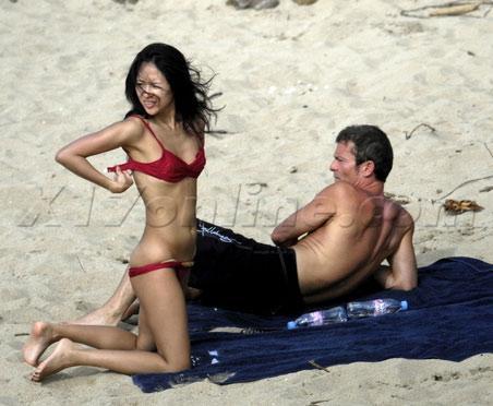 章子怡沙灘裸曬