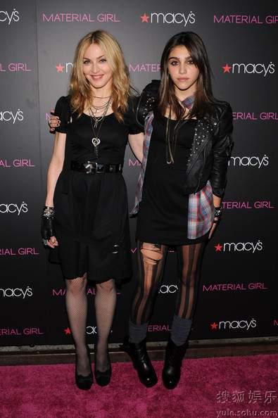 瑪丹娜與女兒驚艷亮相 如同姐妹1.jpg