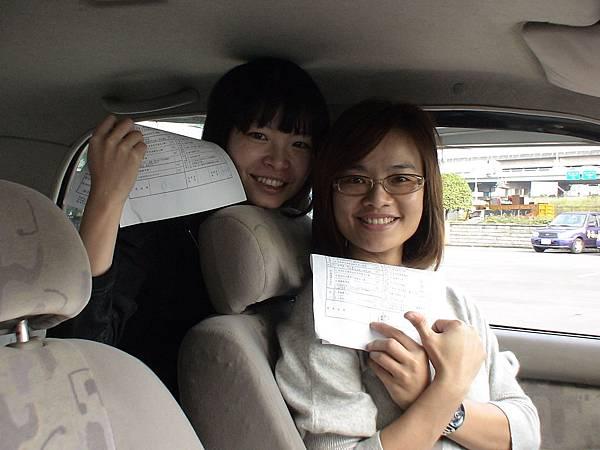 慶賀陳小姐、謝小姐 完成淡水道路駕駛