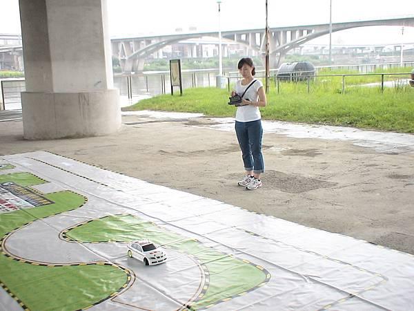 慶賀丁小姐 完成Nissan 南港道路駕駛