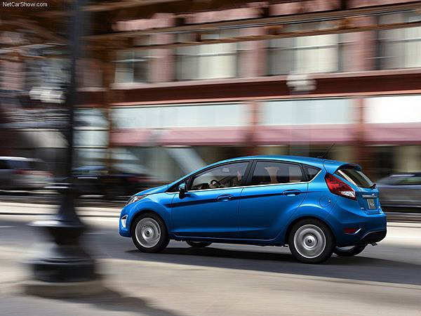 Ford-Fiesta_2011_800x600_wallpaper_05.jpg