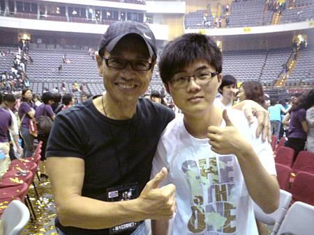 20100529與任爸合照.JPG