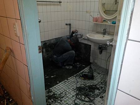 浴缸拆除磁磚鋪貼