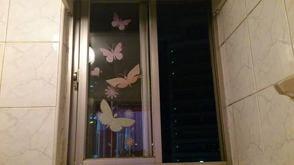 壁貼廁所窗戶(打開時)