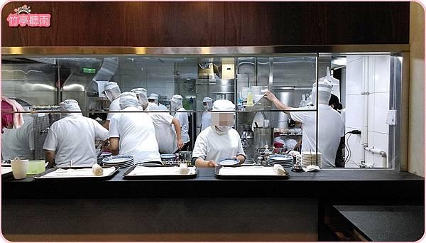 08左手邊中央廚房.jpg