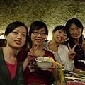 晚上大學同學聚餐摟,美女群