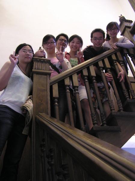 階梯式排列,是容納多人的好方法