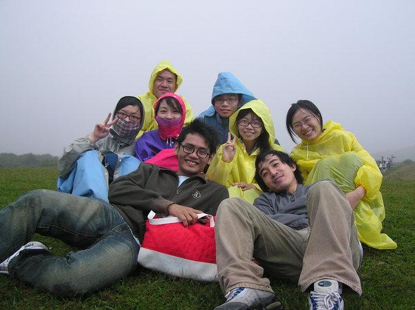 真的很冷,大家都穿雨衣