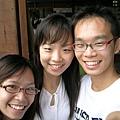三姊弟,是低,左邊那也是我姐