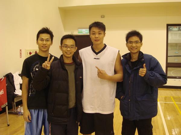 剛好遇到東森練球,吳佳龍耶