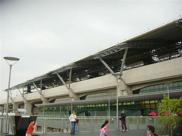 台中高鐵站左側照