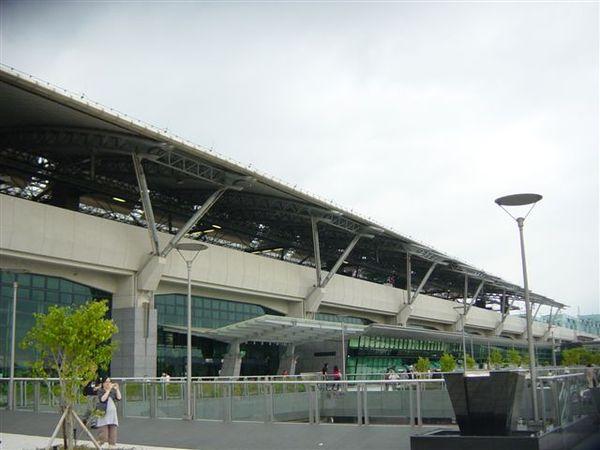 台中高鐵站右側照