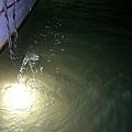 用來吸引小管的燈,所以當天月亮的亮度對於釣不釣的到小管影響很大