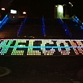 階梯上的霓虹燈,WELCOM