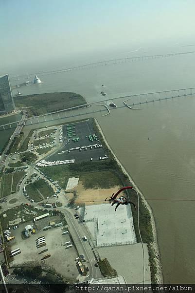 澳門旅遊塔 笨豬跳 在第58層樓觀賞