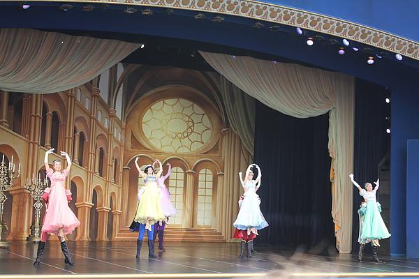 東京迪士尼樂園~明日樂園區--看秀[一個人的夢想之魔法長青]