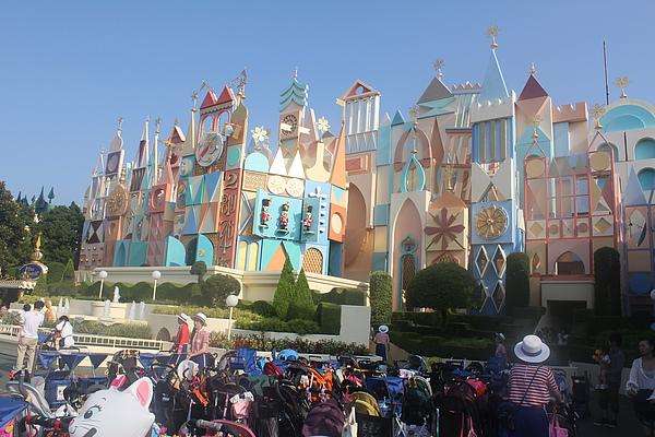 東京迪士尼樂園~夢幻樂園區--小小世界