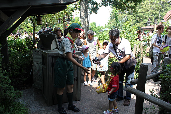 東京迪士尼樂園~夢幻樂園區--小熊維尼獵蜜記