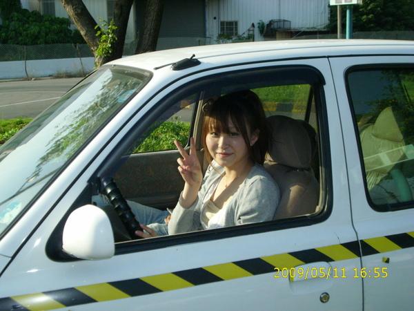 嘉惠在國峰駕訓班學開車.JPG