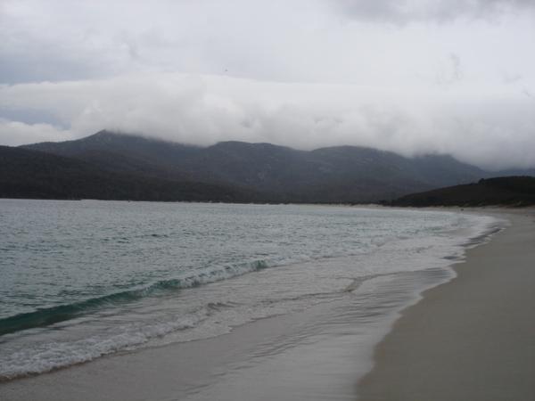 陰天的月牙灣Wineglass Bay