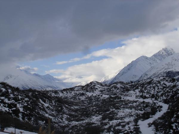 歪歪的雪山