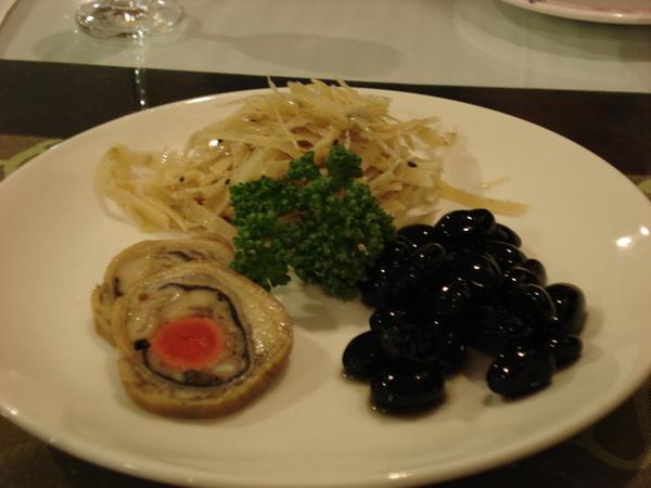 開胃菜--牛蒡絲, 甜黑豆+豆皮菜卷
