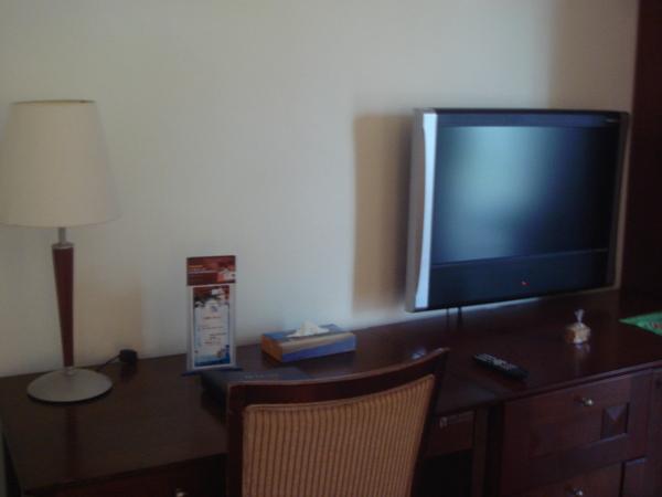 液晶電視..好像32吋的