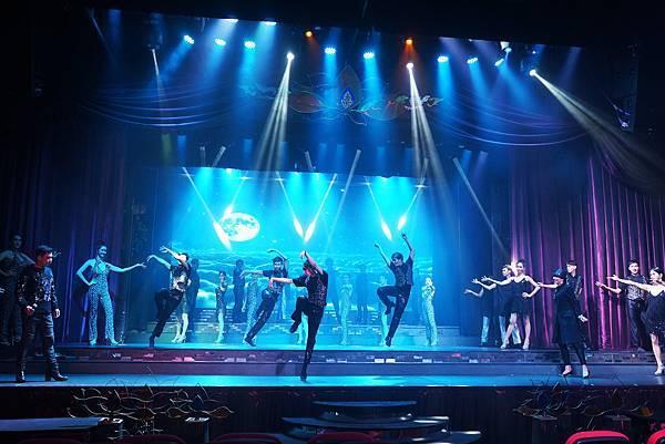 【曼谷】曼谷CP值最高的人妖秀,票價便宜而且內容多元又充滿娛樂性 「Playhouse Magical Cabaret」