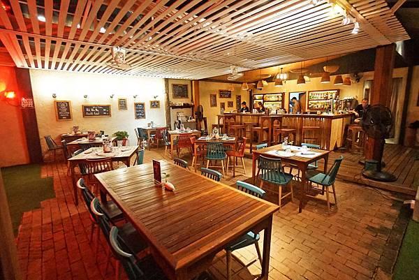 【曼谷】三五好友聚會或者闔家大小用餐時的好去處,熱帶庭院好放鬆! 「Blue Parrot」