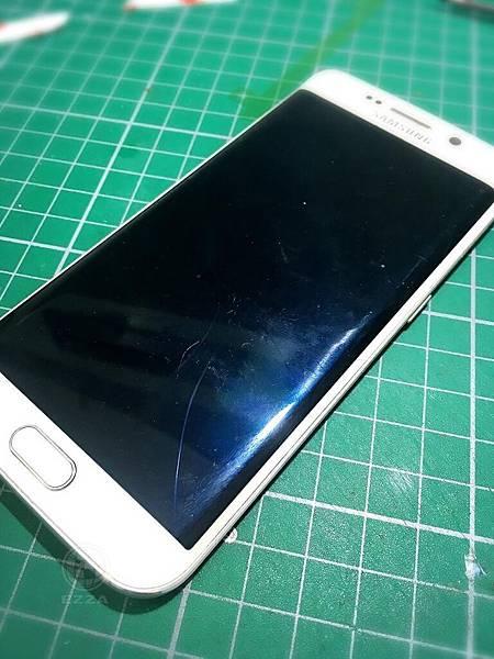 S6 Edge面板破裂
