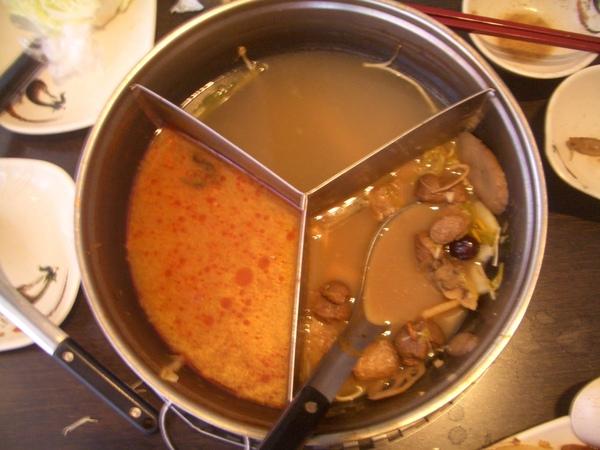 20080727吃若荷蔬食火鍋~三種湯頭