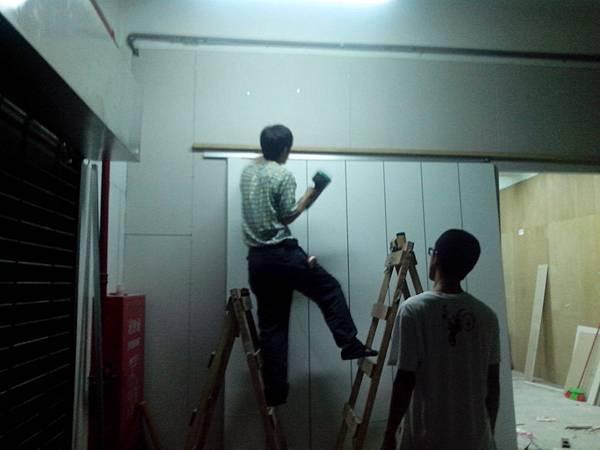 台北木工裝潢.輕鋼架-工廠大片形拉門隔間