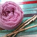 天然植物手染羊毛圍巾:粉嫩紅